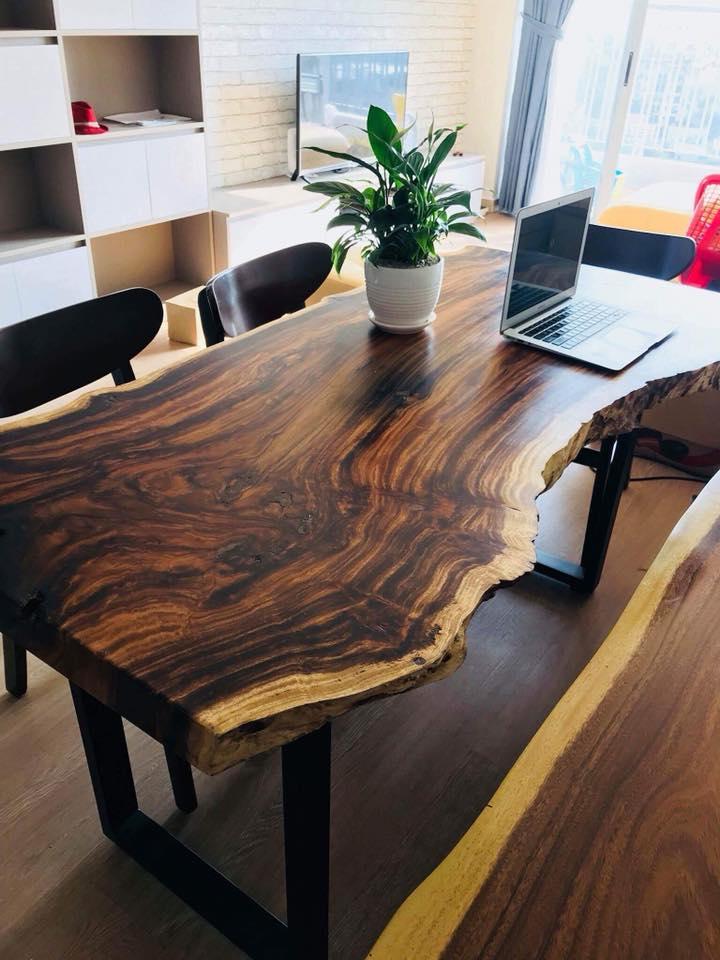 Bàn làm việc gỗ me tây – Điểm nhấn góc làm việc thêm ấn tượng