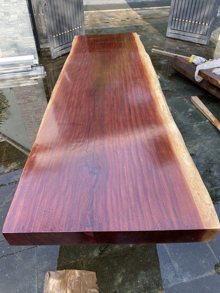 Bảo quản bàn gỗ nguyên tấm tự nhiên bền vững cùng thời gian