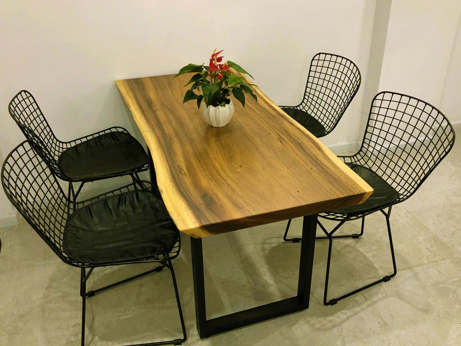 Bàn ăn gỗ me tây 4 ghế giúp phòng ăn sang trọng, lịch sự
