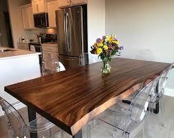 Không gian phù hợp để đặt bàn gỗ me tây