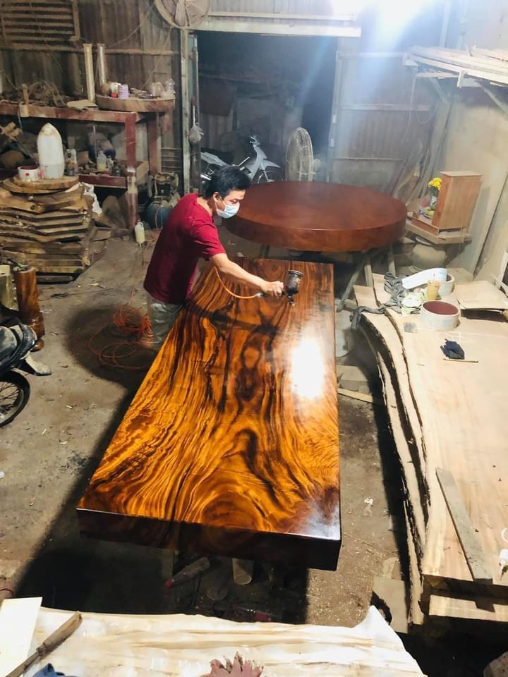 Mặt bàn nguyên tấm làm gỗ gì tốt nhất ?