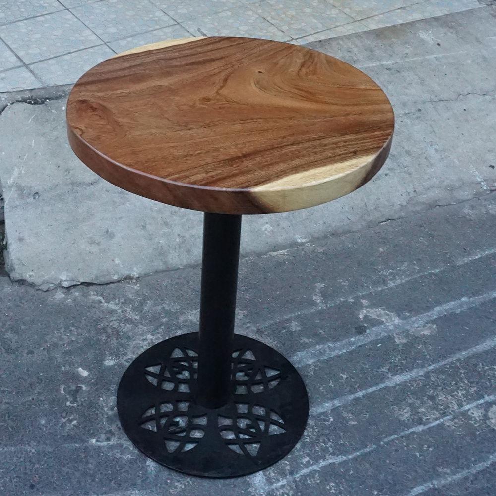 bàn tròn gỗ me tây chân sắt hoa văn
