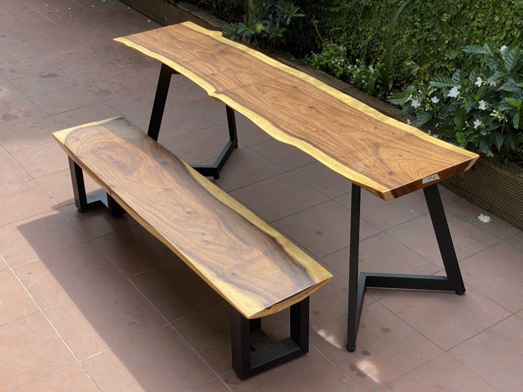 Chân bàn chữ V đơn giảm cho bộ bàn ăn gỗ me tây