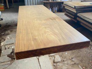 Bàn Gỗ Nguyên Khối là gì ? Mua bàn gỗ nguyên khối giá tốt nhất ở đâu ?