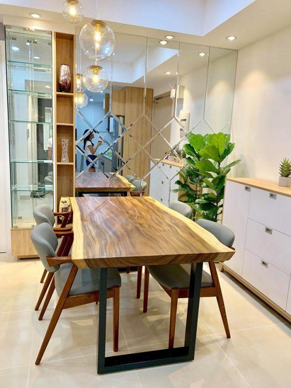 bàn ăn gỗ me tây tạo không gian thêm phong phú , sang trọng