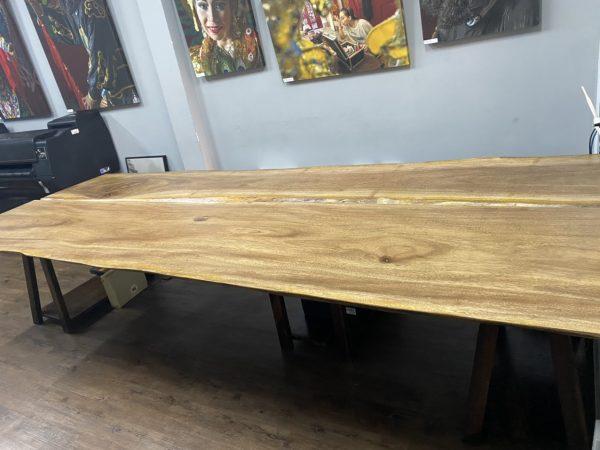 Bàn gỗ lim Tali dài tr33n 3m tạo điểm nhấn cho văn phòng