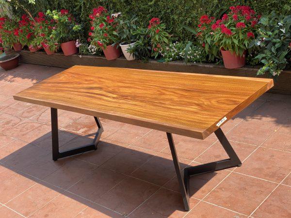 bàn ăn gỗ Lim Vàng sang trọng , phong phú