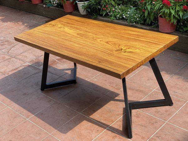 Bàn ăn gỗ Lim Vàng dài 1.6m dành cho 6-8 ghế ngồi